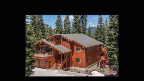 Stunning, Quiet Tahoe Donner Retreat