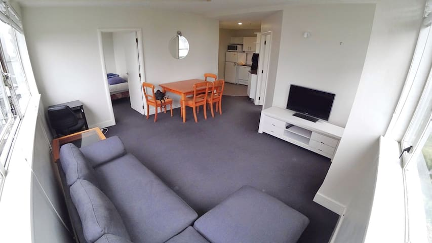 Comfortable and Quiet room in the CBD!