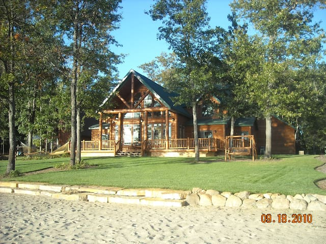 Elliott's Lakefront Lodge - Nester Township - บ้าน