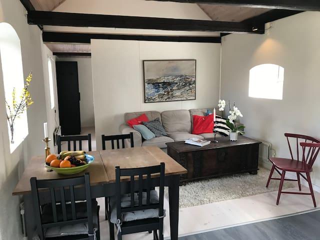 Charmigt gårdshus på Råå