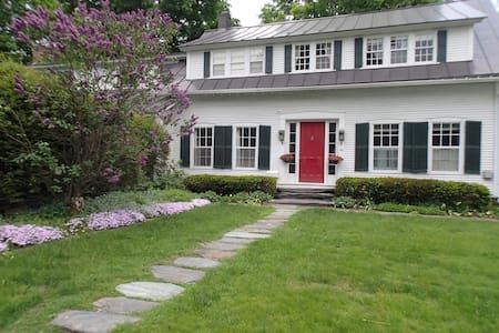 Artful Home in Montpelier, VT near VCFA, Downtown - Montpelier - Casa