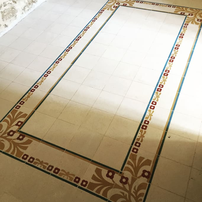 When we bought the place we did not know what flooring we had as the place was in a very bad state . We where very luck to find old Maltese tiles. Still in a very good condition .
