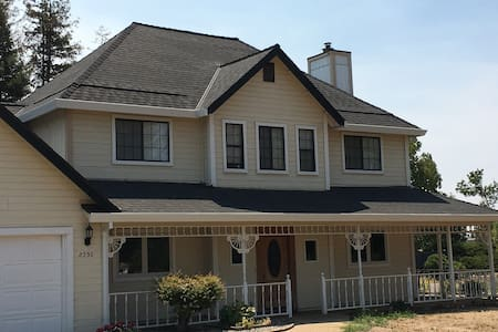 Master suite in beautiful family home on 2 acres! - El Dorado Hills