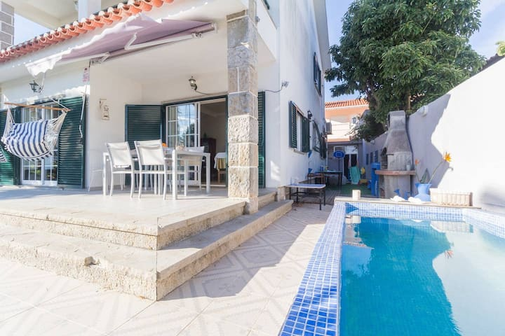 Villa with 2 bedrooms in Cascais, with private pool, enclosed garden and WiFi