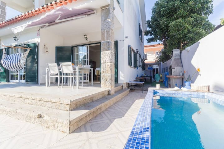 Villa de 2 habitaciones en Cascais, con piscina privada, jardín cerrado y WiFi