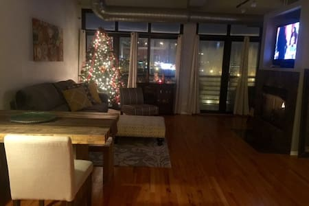 Private Room in an Upscale Loft! - Chicago - Loft
