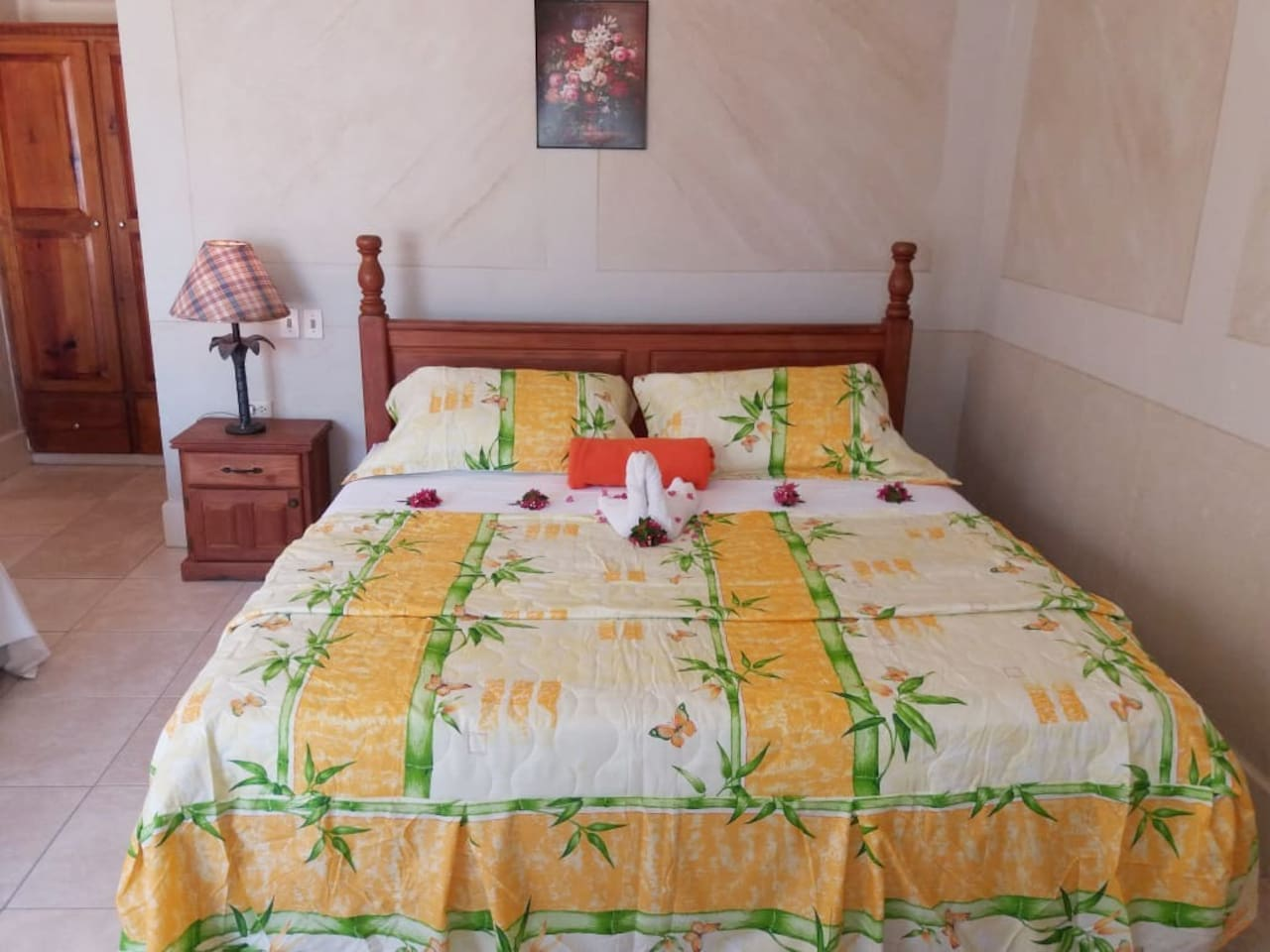 King size bed, air conditioned, wifi, ensuite bathroom, spacious room