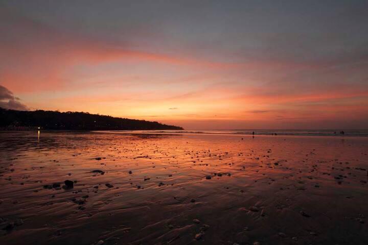 Visit around: Sunset in Jimbaran bay