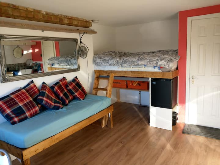 Cosy double room with private entrance & wetroom