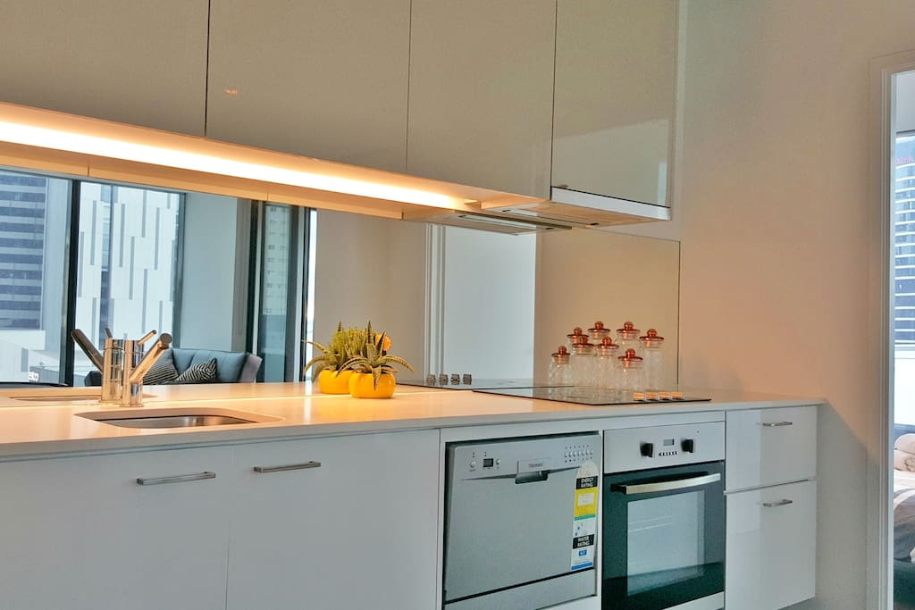 COOKTOP /OVEN, MICROWAVE, TOASTER, KETTLE & CROCKERY