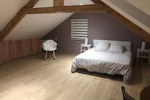Chambre 3 «taupe» espace dressing et nuit