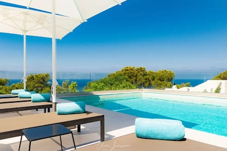 Spectacular Villa with Seaview, Pool, Terraces & Wi-Fi; Parking Available