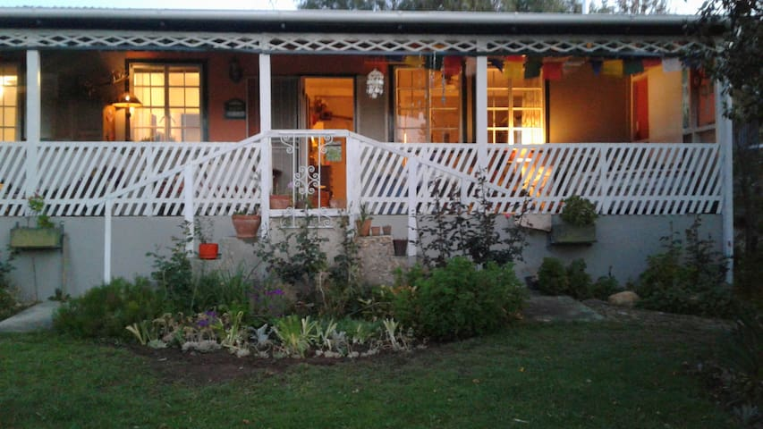 A beautiful artistic home in charming Barrydale - Barrydale - Casa