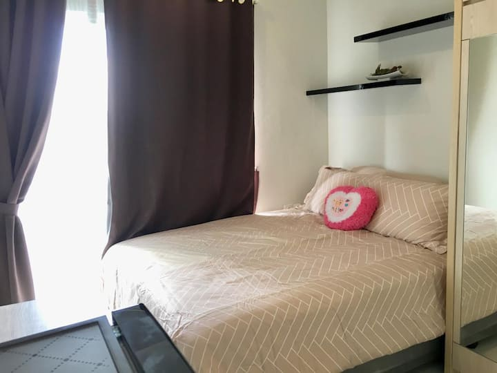 *Nay's Room on Aeropolis* Studio apt with balcony