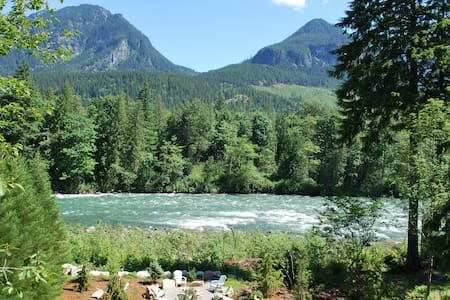 Stunning Riverfront Lodge in Cascade Mountains - Gold Bar - Cabane