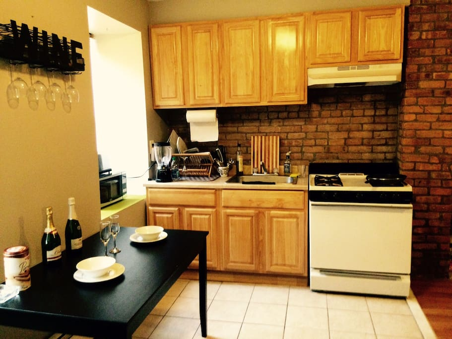 Small Kitchen, Stove Top, Oven, Microwave, Toaster
