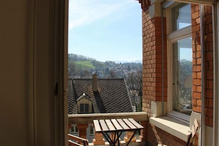Ferienzimmer in Jugendstil-Villa mit Balkon
