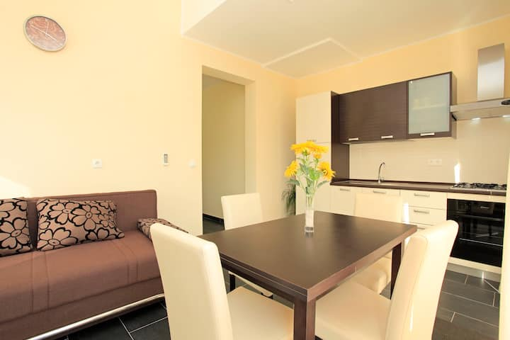 Modern, Bright & Cozy 2BDR with Private Terrace