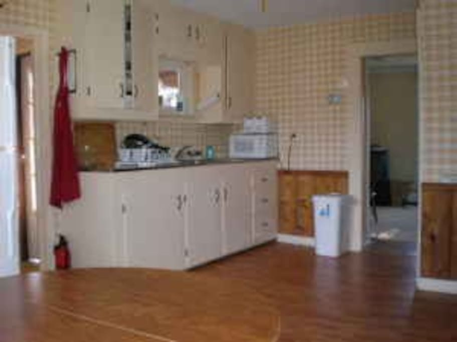 Shared kitchen, fully furnished/stocked.