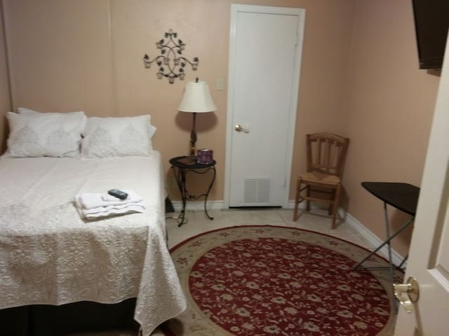 TEMPORARY HOUSING ALL BILLS PAID-NO LEASE - Laredo - Apartment