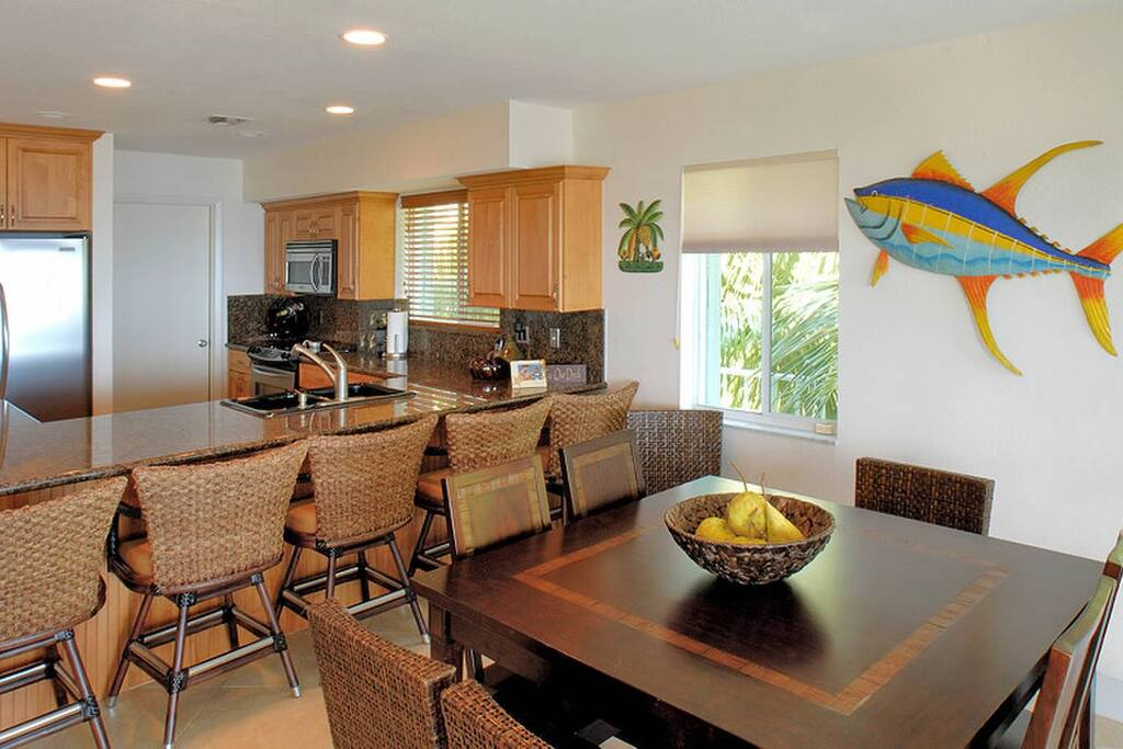 Spacious kitchen and dining aread