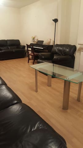 Attractive accommodation in a great location - Bromley - Dom