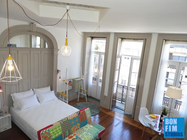 Sunny Top Floor Balcony Studio In the City Center