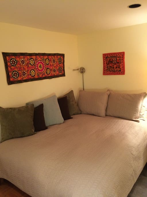 Comfortable full size bed with cotton linens