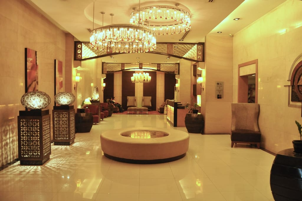 elegant lobby with 24 access to receptionist