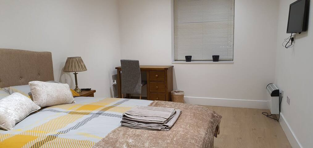 Premium Double Room(Near Ashford Train Station)
