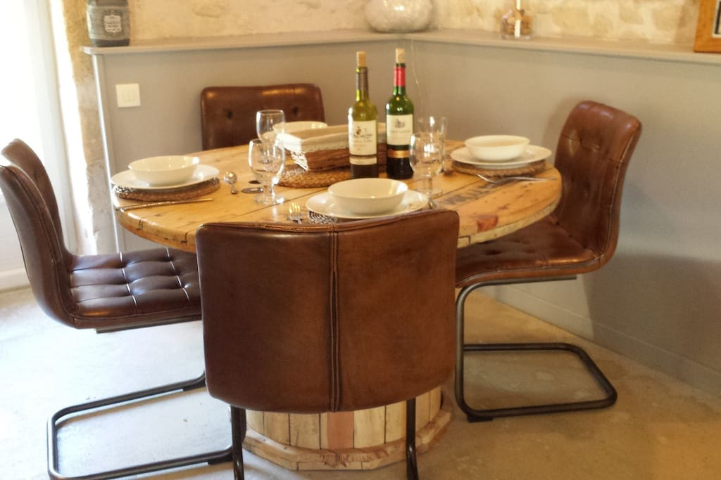 Comfortable seating at the cable reel dining table
