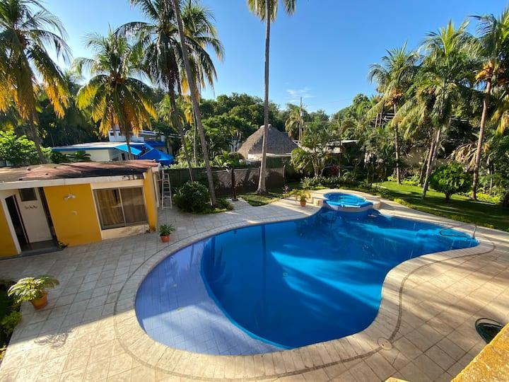 Preciosa casa con acceso a playa y piscina privada