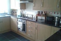 Shared kitchen, fully equipped with microwave, toaster, blender, washing machine etc