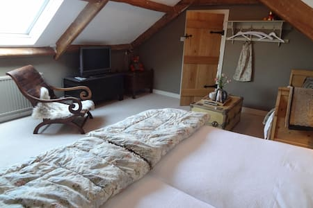The Pennard Room @ Huxham Farmhouse - East Pennard - Bed & Breakfast