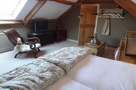 The Pennard Room @ Huxham Farmhouse - East Pennard - Wikt i opierunek