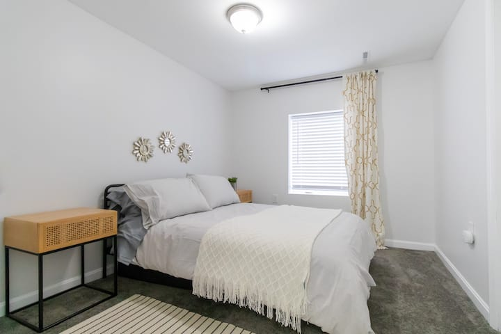 Bright, Updated Guest Suite Minutes from DC