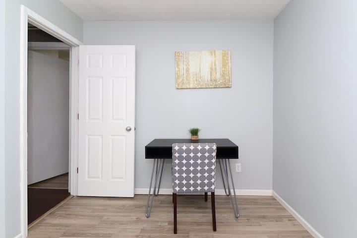 2 bedroom by ISU- King Bed & LARGE JettedTub
