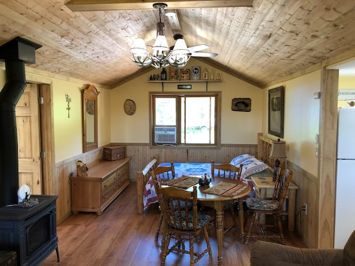 Brand New  Studio  5 Minutes from Deadwood