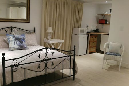 Domino - NEW, Affordable S/C Studio - Cape Town - Chalet