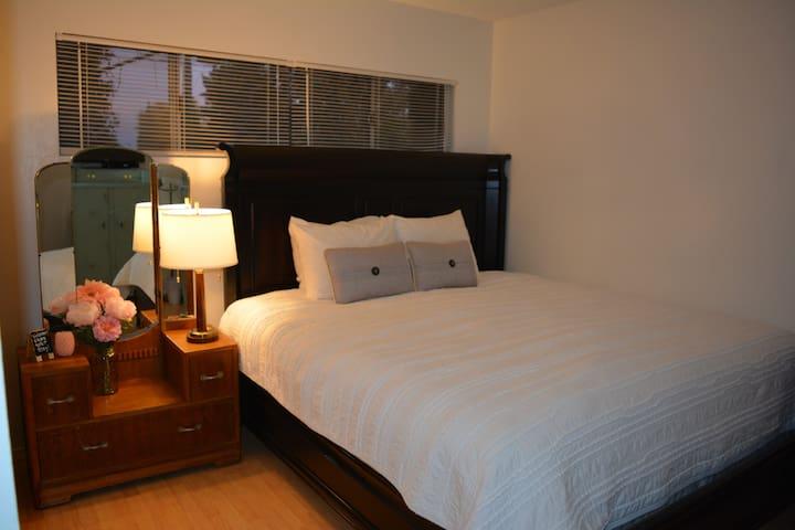 Quaint Room in the High Desert