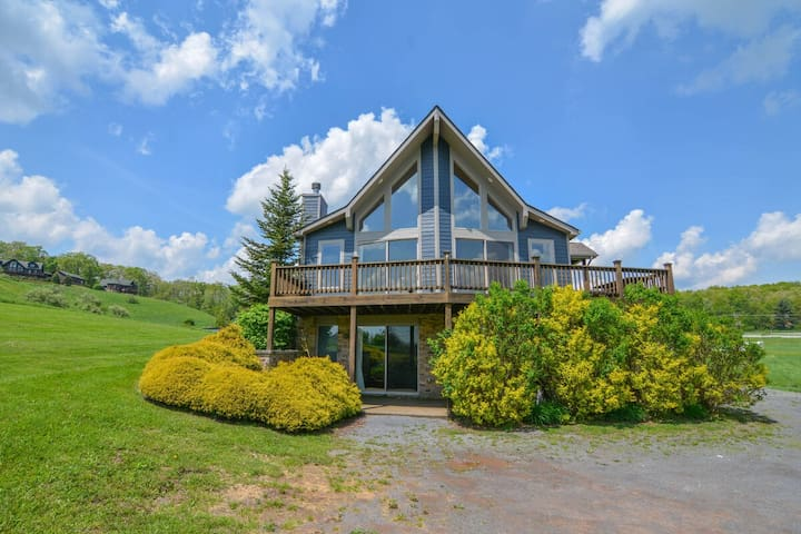 Lake Access Home in Golf Area w/Hot tub & TONS of Community Amenities!