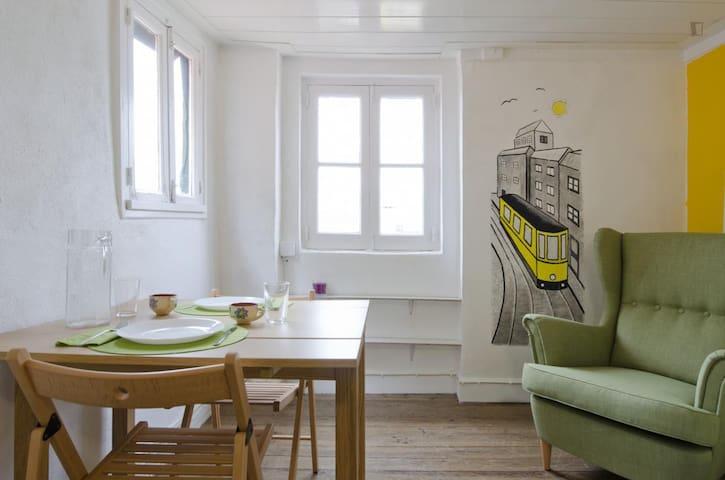 Yellow Tram House (Bica/Bairro Alto)
