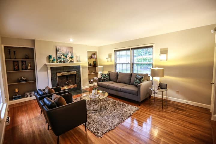 3BR Home short walk to Southpark Mall!