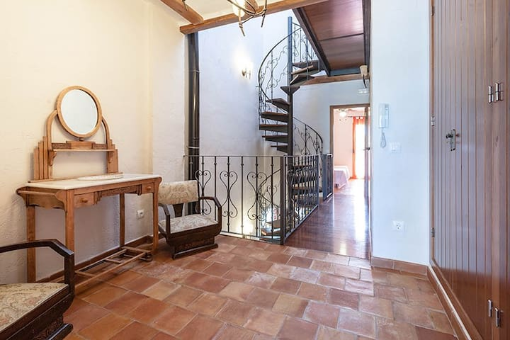 Exquisite Spanish Townhouse in Village Centre