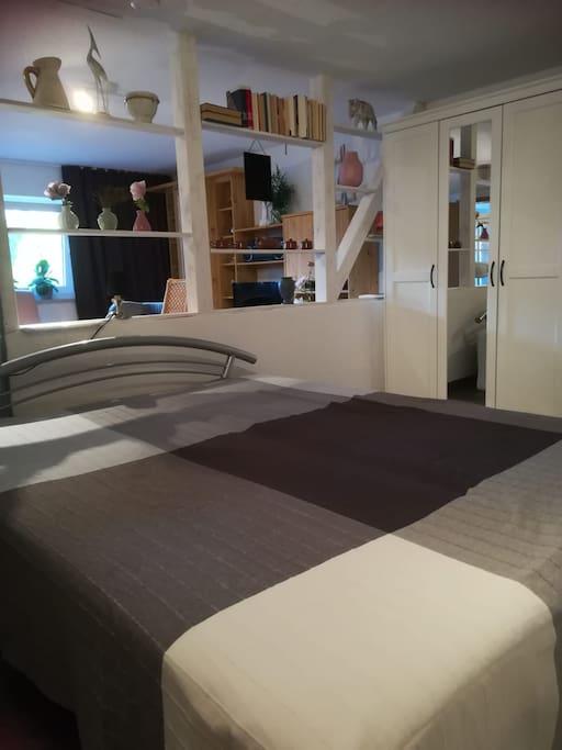 Gemütliches Bett für zwei Personen