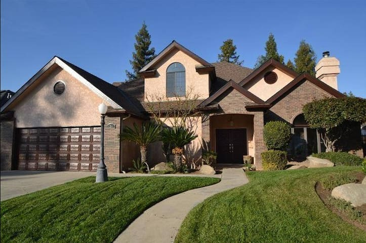 Elegant Mini-Mansion home in North Fresno,3100sqft