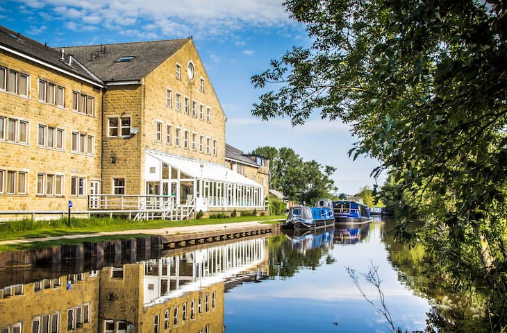 Charming Canalside Double Room in Yorkshire Dales