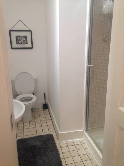 En suite private bathroom