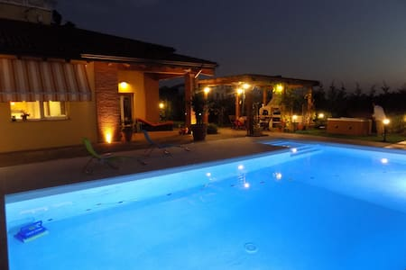 Villa in Parma with swimming pool & Spa - Parme