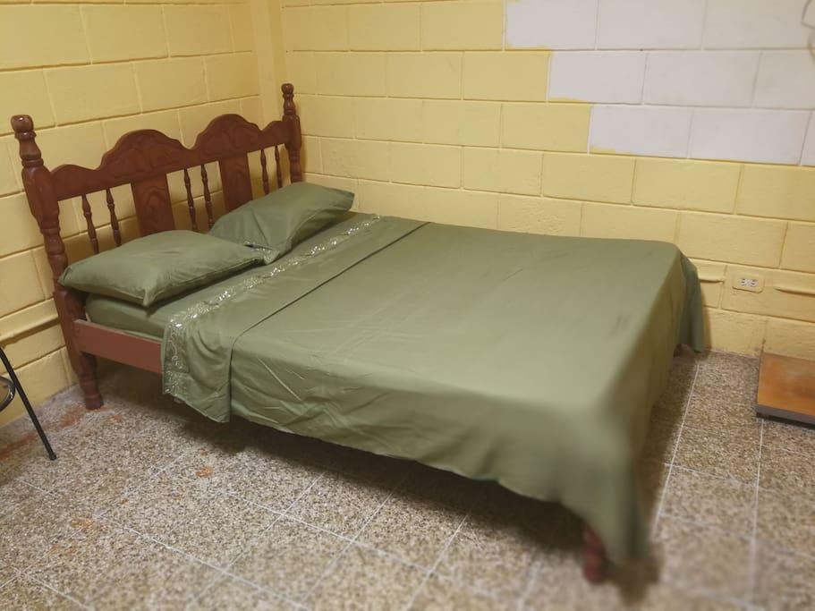 Hermosas camas matrimoniales amplias y confortables. La habitación es muy amplia y fresca sin ruidos.